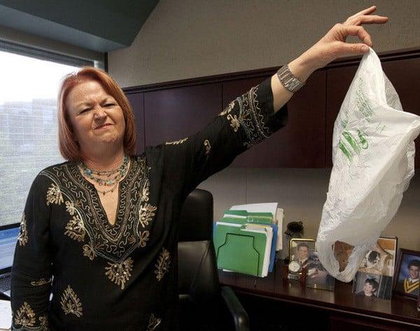 Toronto bannit les sacs en plastique
