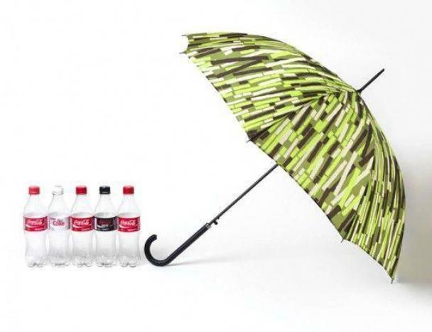 Le parapluie a été dessiné par l'artiste Wayne Hemingway.