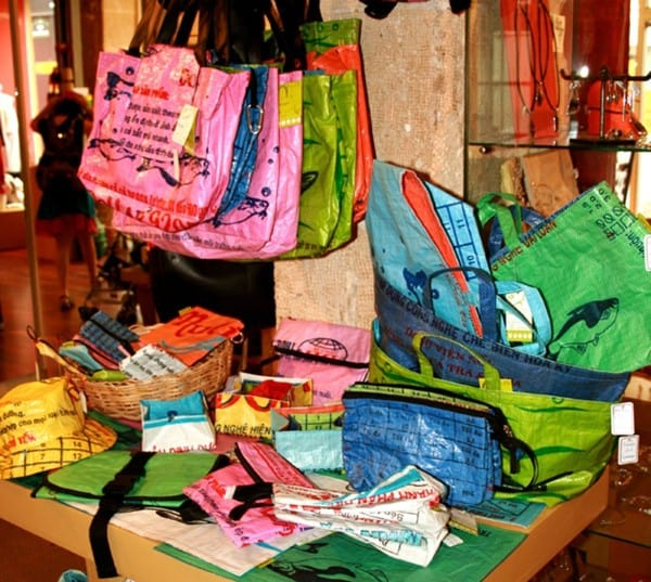Recyclage de sac alimentaire au Cambodge