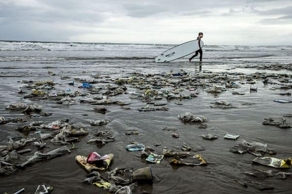 Déchets plastiques sur l'Ile de Bali