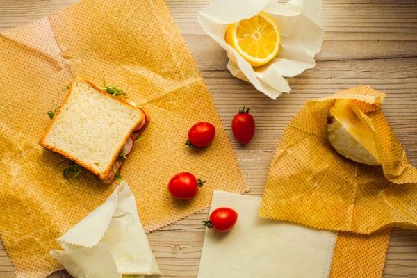 Bee wrap, beeswax wrap, emballages réutilisables en cire d'abeille ou végétale.