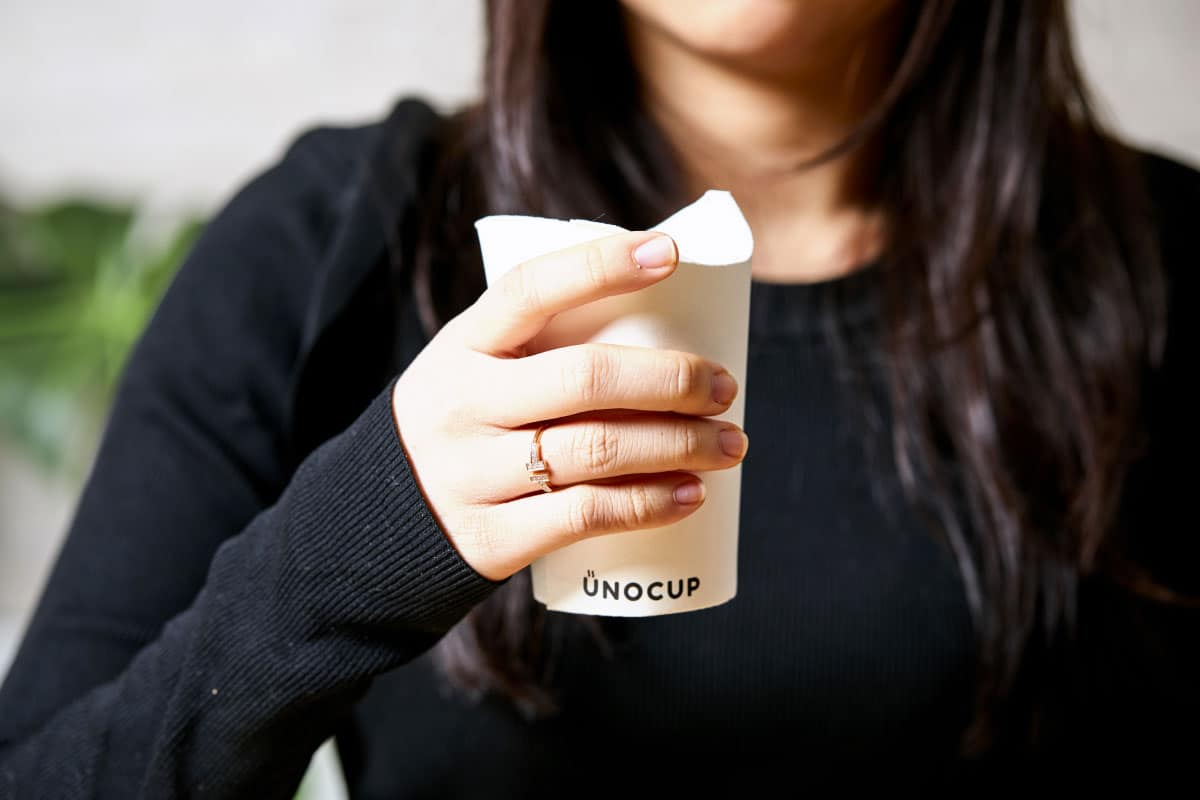Unocup - Gobelet carton en main